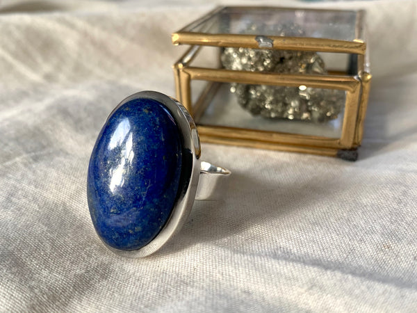 Lapis Lazuli Naevia Ring - Reg. Oval - Jewels & Gems