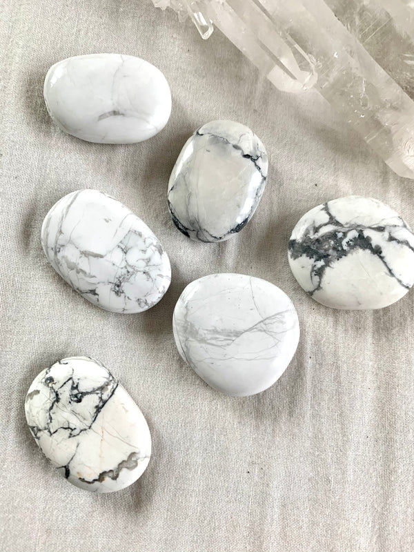 Howlite Smoothstone - Jewels & Gems