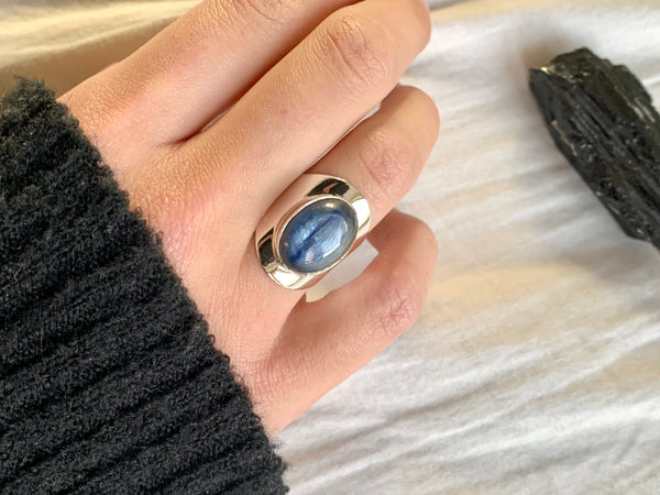 Kyanite Medea Ring (US 5.5 & 6) - Jewels & Gems
