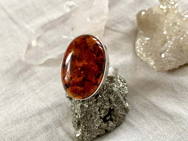 Amber Akoni Ring - Medium Oval (US 8) - Jewels & Gems