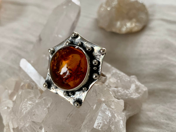 Amber Gilda Ring - Round - Jewels & Gems