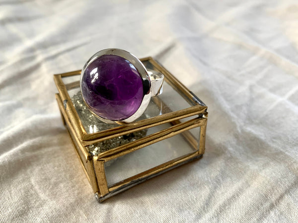 Amethyst Adjustable Akoni Ring - Round - Jewels & Gems