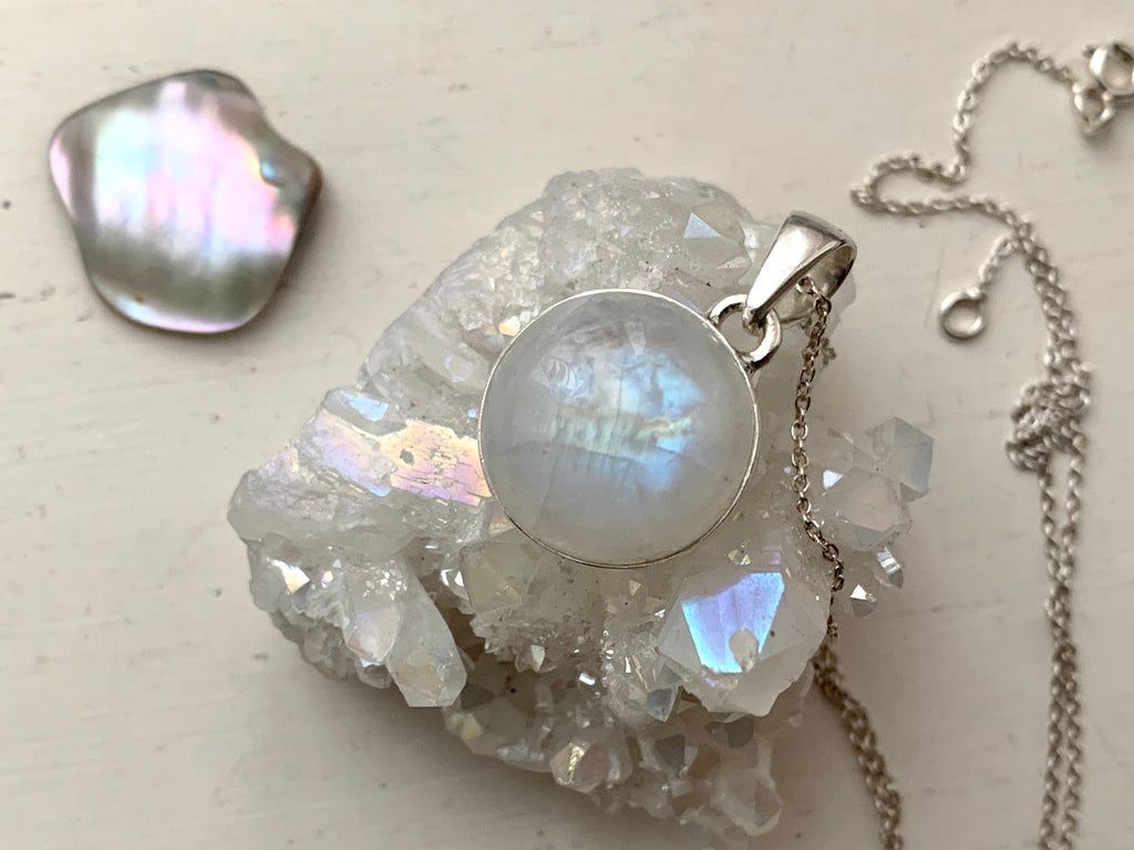 Moonstone Akoni Pendant - Round - Jewels & Gems