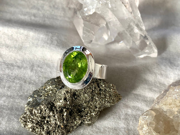 Peridot Ensley Ring - Oval - Jewels & Gems