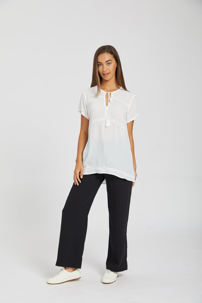 No hassle tassle top - white
