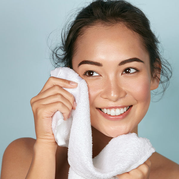 How To Remove Dark Circles Under Eyes Naturally in One Week -Use Cold Compresses