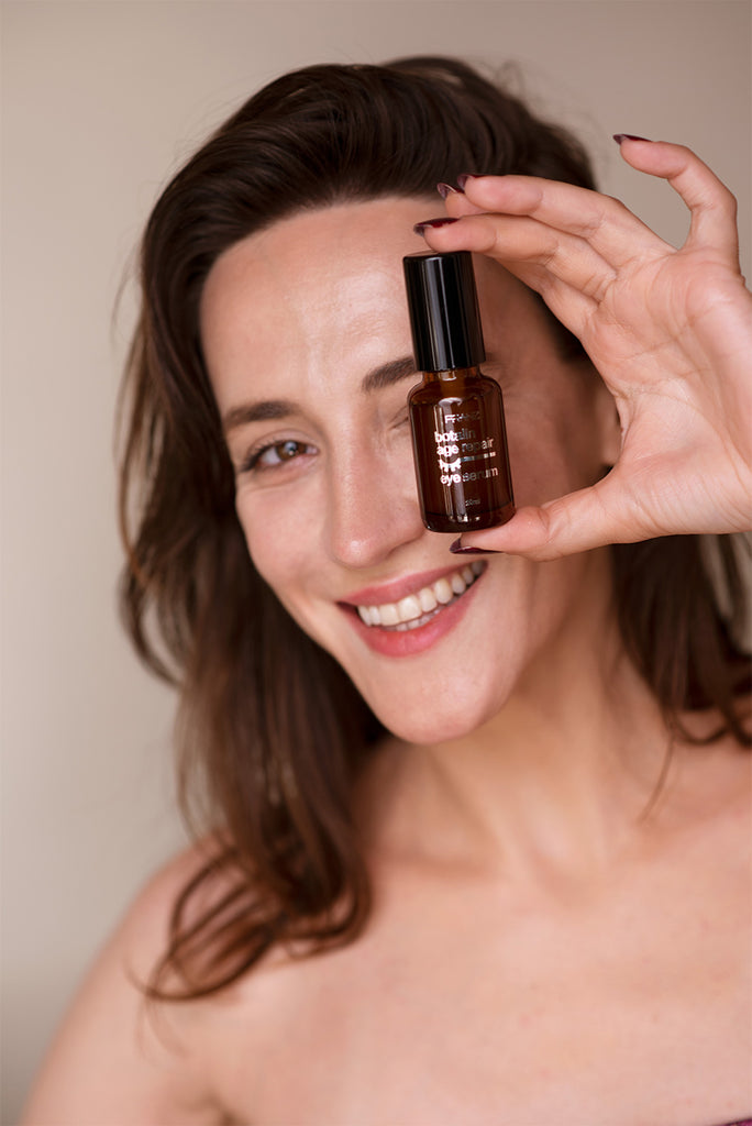 The top 5 reasons to add serums into your daily skincare routine: