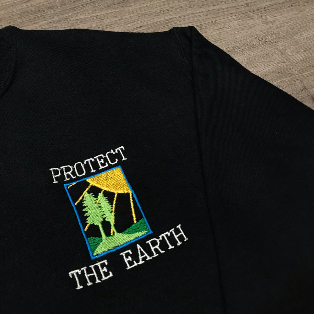 VINSTINCTS Protect The Earth Wild Life Crewneck Sweatshirt - Black