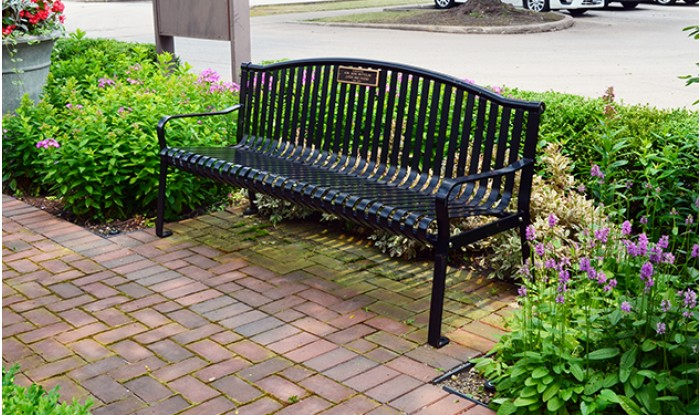 Peachy 6 Foot Park Bench Seating With Bronze Plaque Short Links Chair Design For Home Short Linksinfo