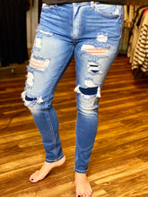 Load image into Gallery viewer, Medium Wash High Rise Distressed Skinny KanCan Jeans