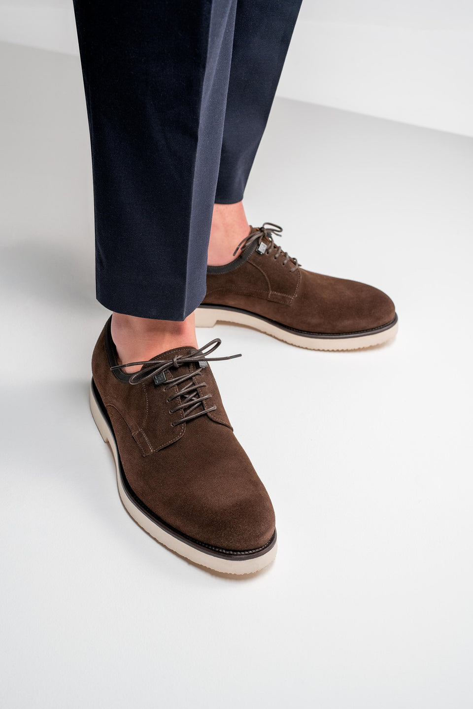 001 - Derby in Dark Brown Suede