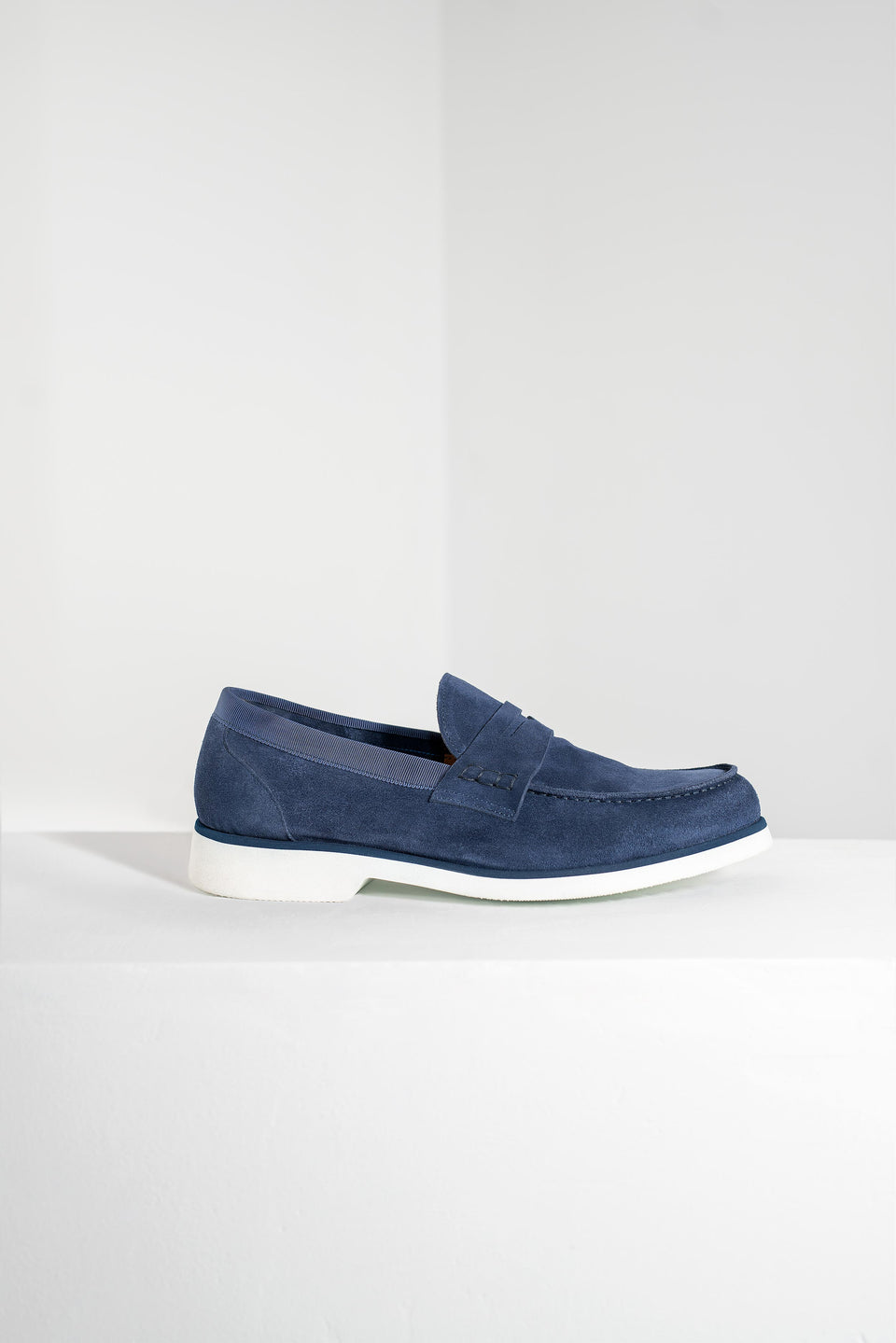 002 - Loafer in Blue Suede