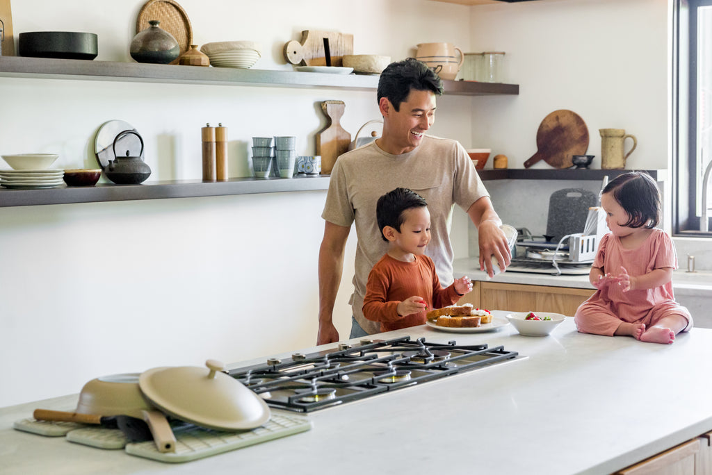 Father making breakfast with kids and Dorai Home Dish Pad and Dish Rack