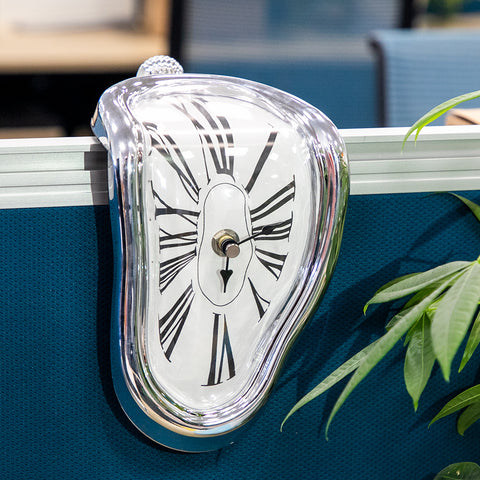 Melting Distorted Clock - ixDecor