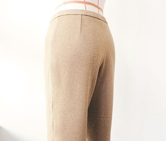 Womenswear Pants with pleat (Back)