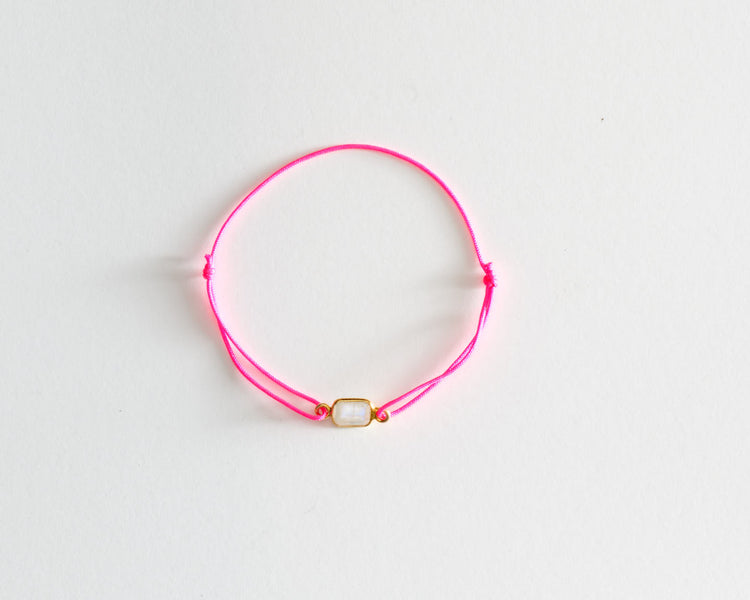 """The good energy bracelet""Pierre de Lune sur lien coulissant rose fluo"