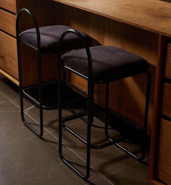 AYTM Barstol, Angui Bar Chair, Black leather - L37xW39xH82,5 - Barstol fra AYTM