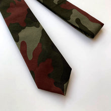Load image into Gallery viewer, Denzel Burgundy Army Green Camouflage