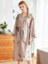 Load image into Gallery viewer, Floral Bridal Silk Kimono Robes