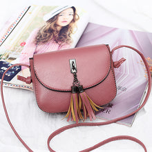 Load image into Gallery viewer, Women Vintage Solid Tassel Bag