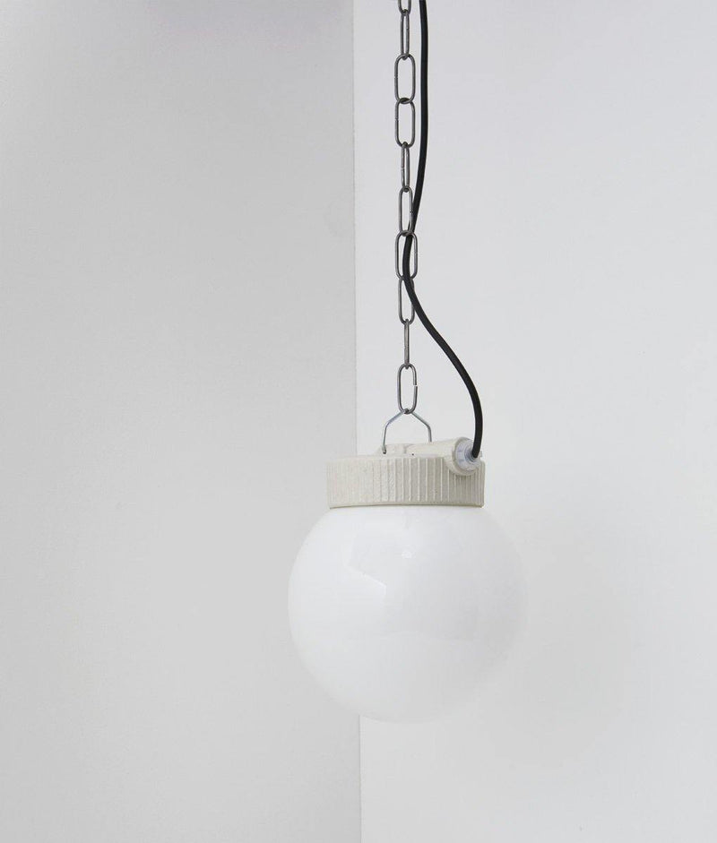 "Suspension industrielle porcelaine et opaline ""Grège"", câble noir"
