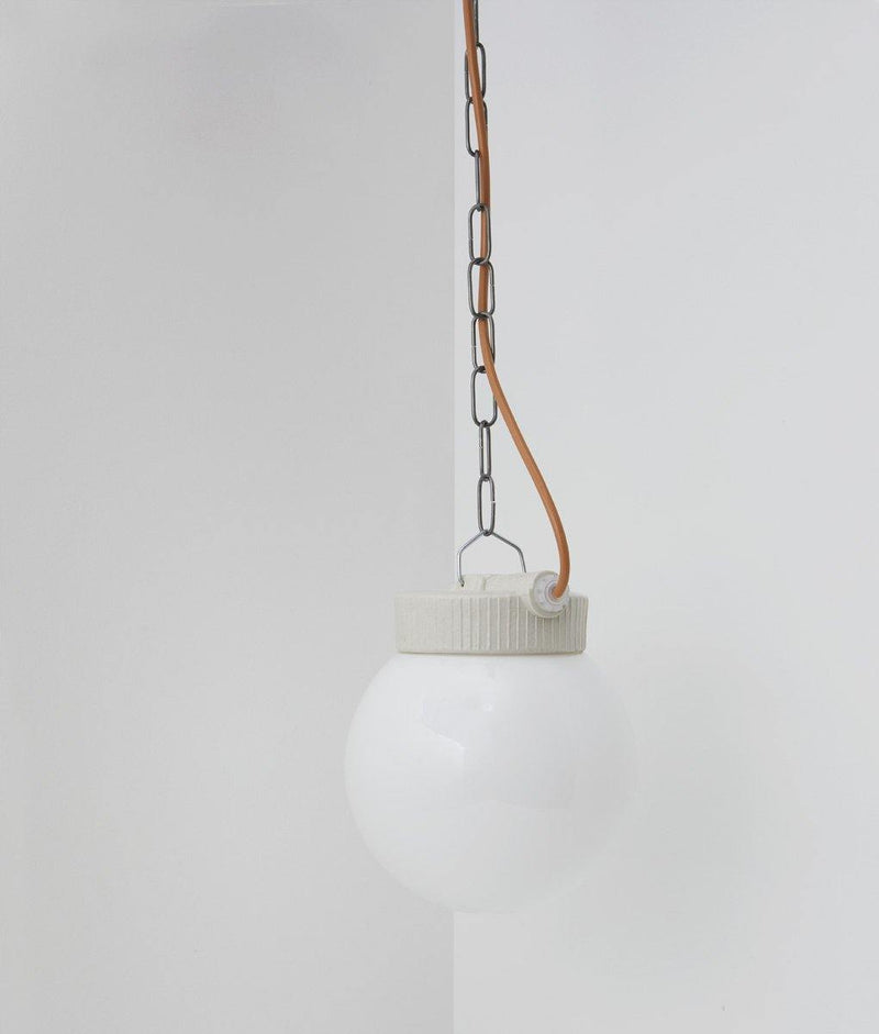 "Suspension industrielle porcelaine et opaline ""Grège"", câble rose"