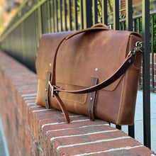 Load image into Gallery viewer, Leather messenger bag tan