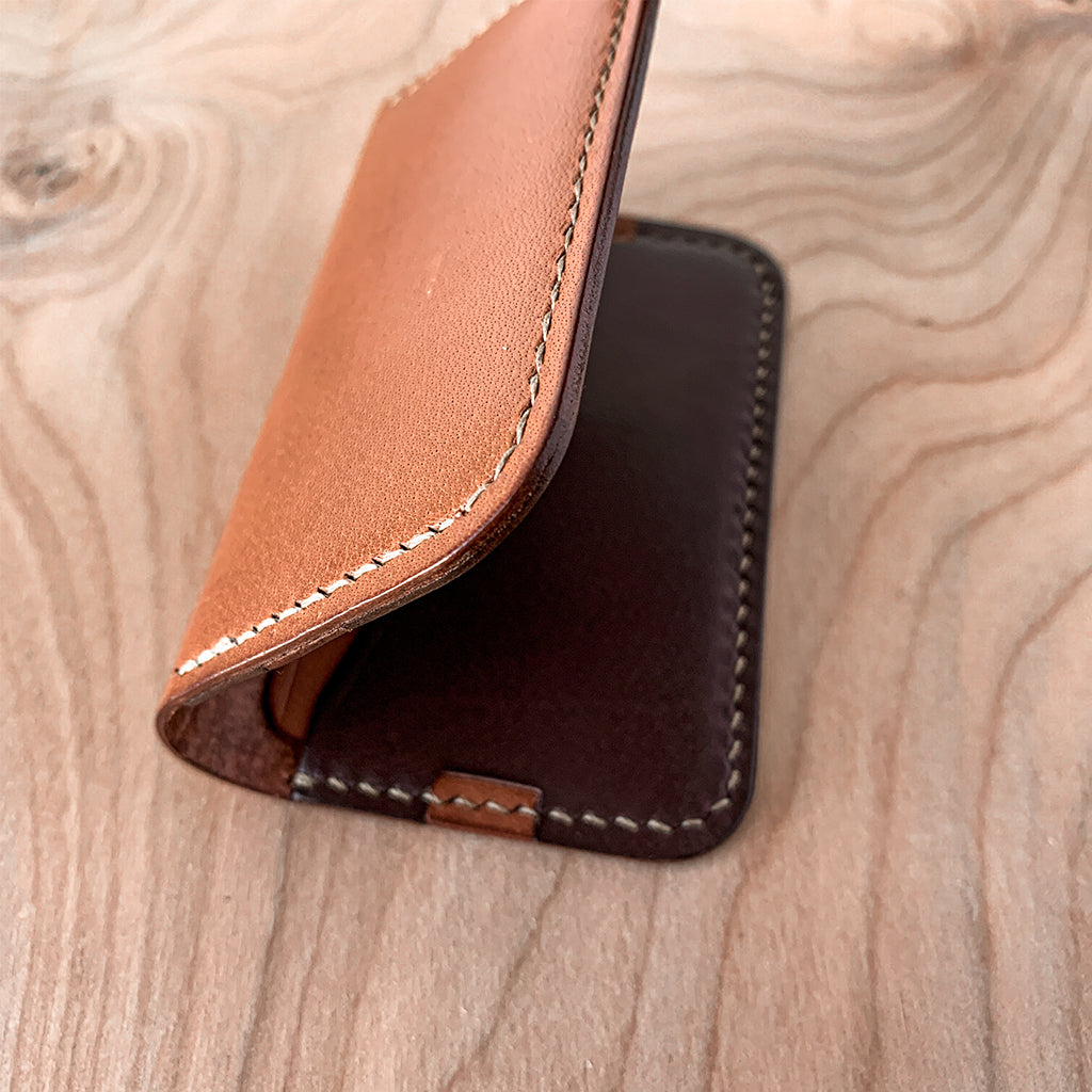 Leather minimalist card holder - brown details