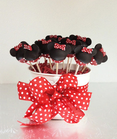 MINNIE RED AND BLACK CAKE POPS