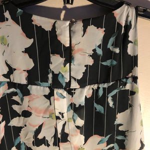 Ricki's Lg Sleeveless Floral top with pretty details