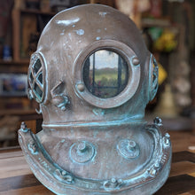 Load image into Gallery viewer, Deep Sea Dive Helmet replica