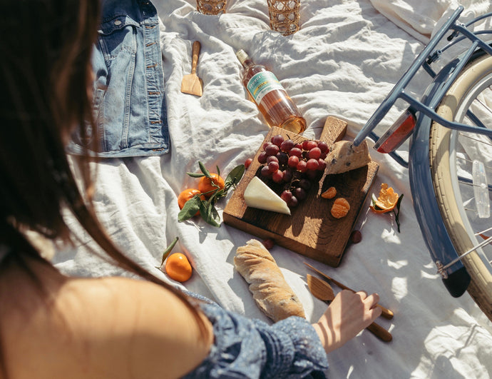 How to Pack the Perfect Picnic in the Pannier Nantucket Basket, Based On Your Destination