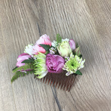 Load image into Gallery viewer, Fresh hand made flower hair clip