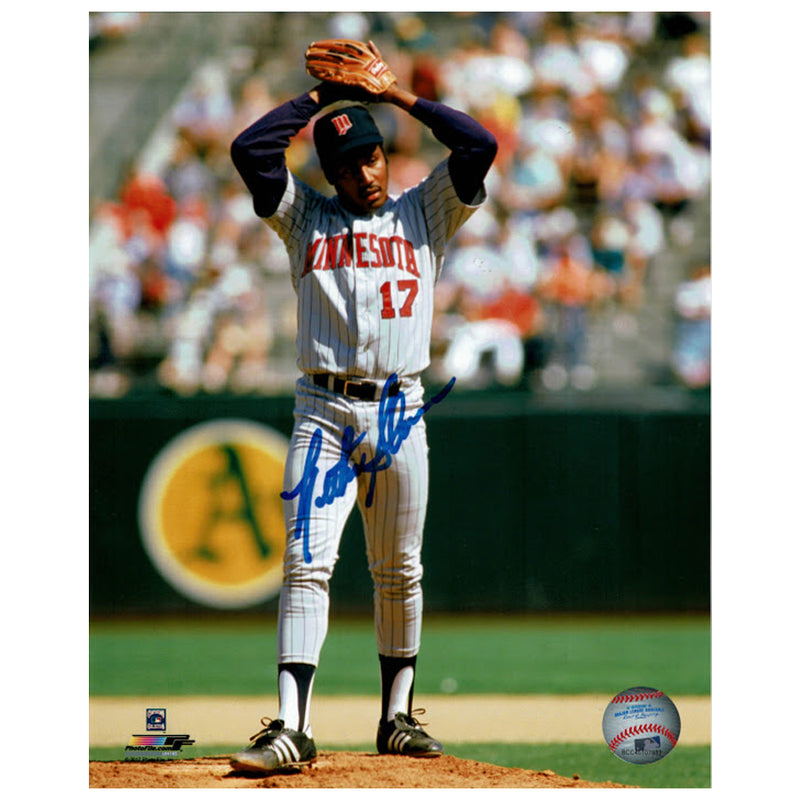 Les Straker Autographed Minnesota Twins 8x10 Photo Wind-Up
