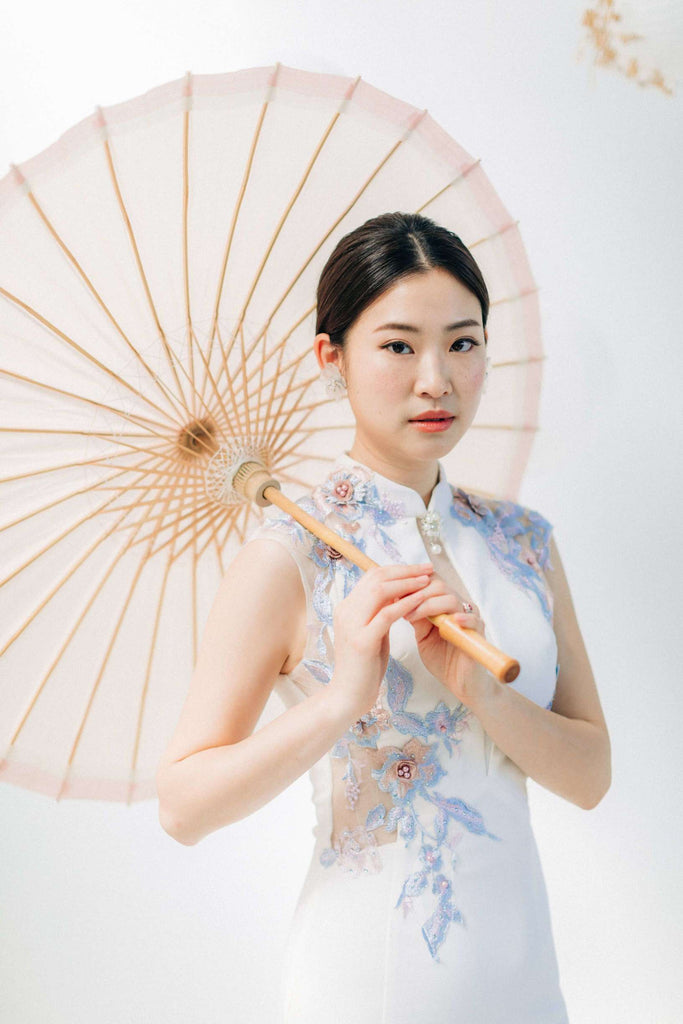 Chinese Wedding Tradition Ideas, Modern White Cheongsam and Chinese Umbrella