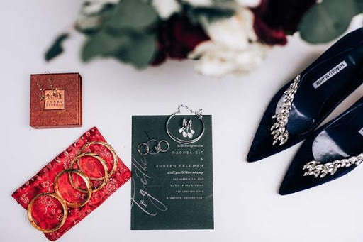 Combining both Chinese and American wedding traditions