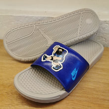 Men's Nike Benassi JDI Hiker Cartoon Print (Light Bone/Blue Fury)(631261-038)