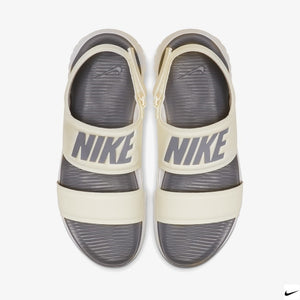 Women's Nike Tanjun Sandals (Metallic Summit White/Gunsmoke)(882694-100)