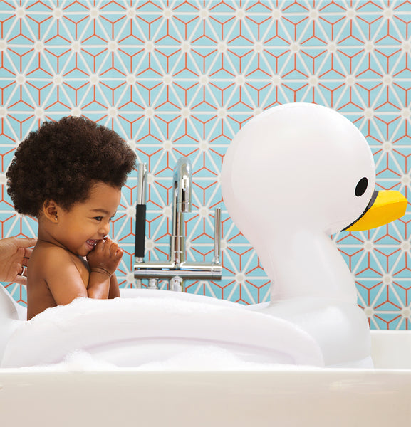 White Hot® Inflatable Safety Swan Tub - Munchkin
