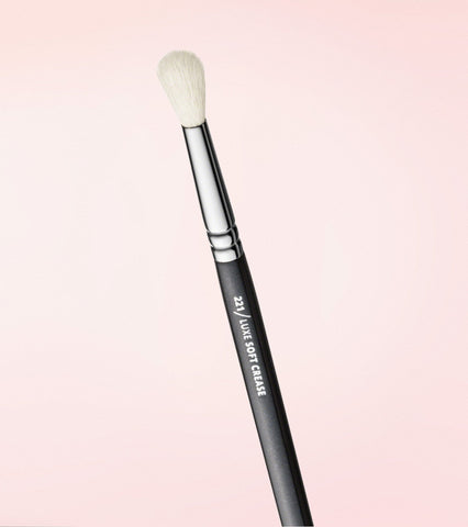 221 Luxe Soft Crease Brush