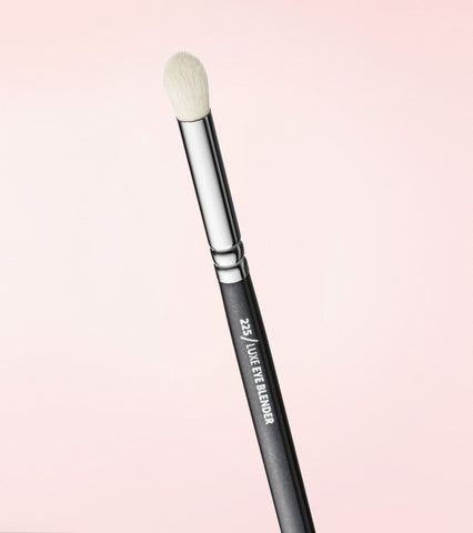 225 Luxe Eye Blender Brush