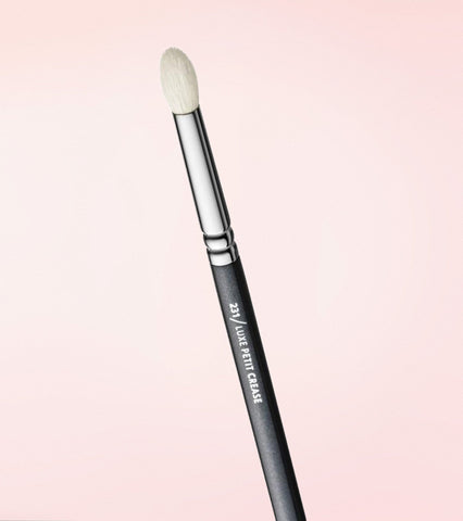 231 Luxe Petit Crease Brush