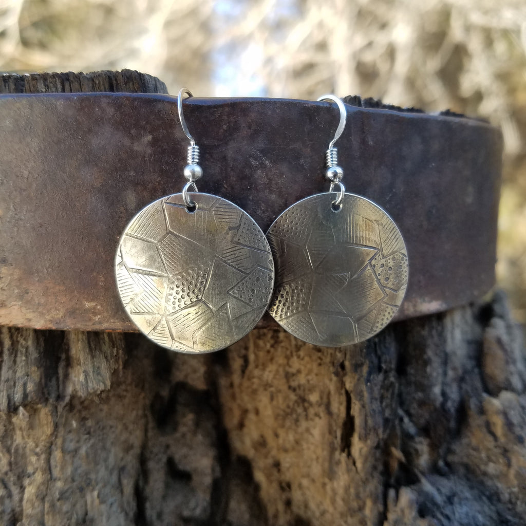 "Sterling silver curved earrings. 1"" in length with geometric print."