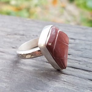 Ely Knives and Silver Gemstone Ring with half-round stamped band, size is 7 1/8