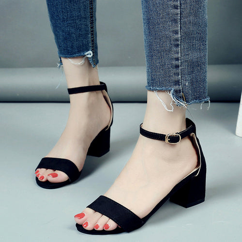 2018 Plus size 34-40 Summer new Women Sandals Open Toe Flip Flops Thick Heel Women Shoes Europen Style Gladiator Shoes 3 color