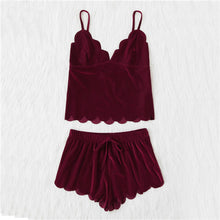 SHEIN Women Sleeping Summer Nightwear Pyjama Burgundy Spaghetti Strap Scalloped Trim Velvet Cami Top & Shorts Pajama Set