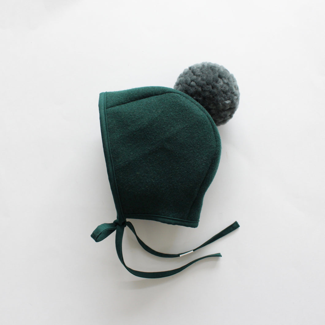 WOOL POMPOM BONNET | EVERGREEN
