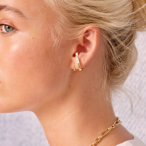 Métier Winter In London Ear Story 9ct Yellow Gold London Gold Bar Huggie with Az Chain Huggie