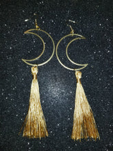Load image into Gallery viewer, Luna Dorada Tassel Earrings