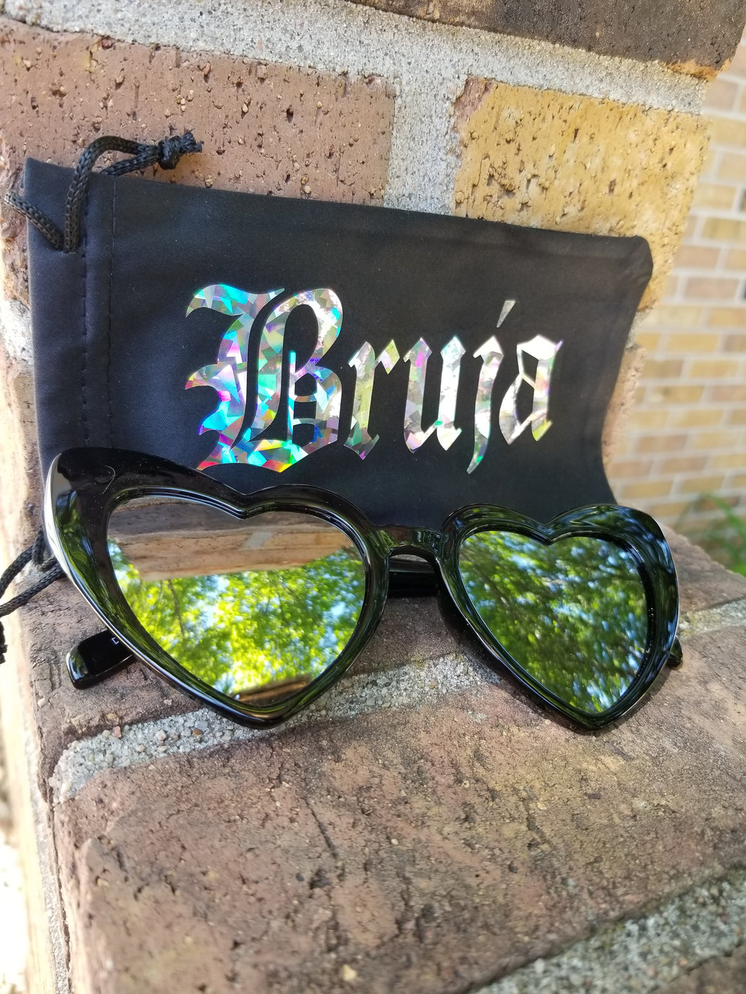 CatEye Corazon Sunglasses with Bruja Pouch